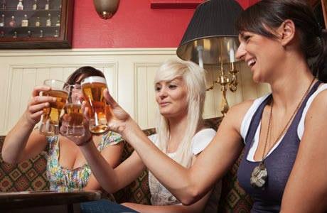 beneficios de la cerveza para la mujer