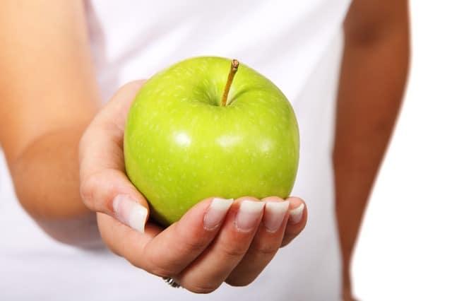Las frutas son uno de los alimentos para la gastritis siempre y cuando no sean acidaz