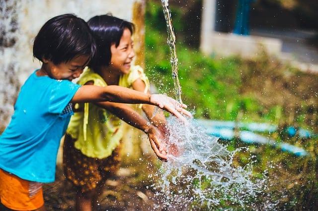 importancia del agua para los niños